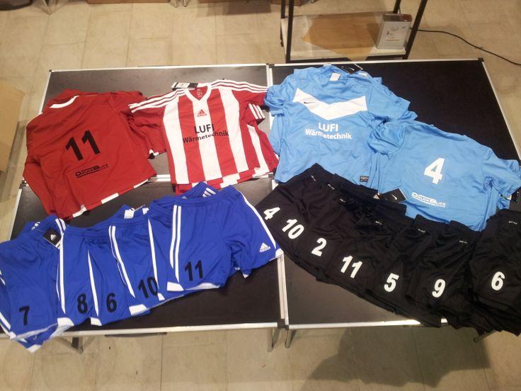 Neue Dressen für die U8 - SV Sooss