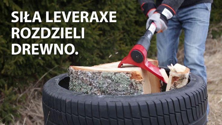 Technika rąbania drewna za pomocą siekiery LEVERAXE.