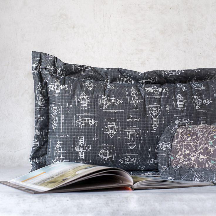 Добавьте нотку лёгкого очарования детской комнате с нашими мягкими покрывалами и подушками. Мягкие и нежные - Вы и Ваш ребёнок непременно полюбите их. Выбирайте яркие или спокойные оттенки по Вашему вкусу.  Наши постельные принадлежности изготовлены из самых лучших натуральных и гипоалергенных материалов для сладкого отдыха Вашего малыша.