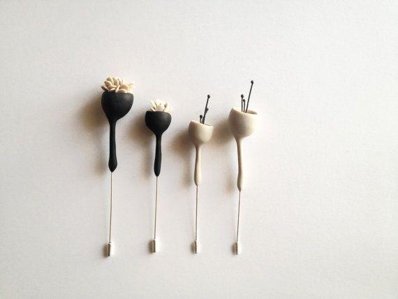 CONJUNTO contemporáneo de flor campana dos broches hechos por encargo