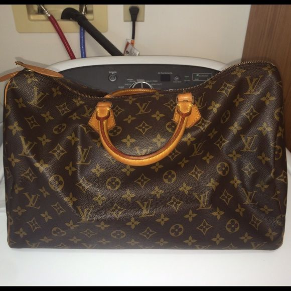❤ ️Louis Vuitton Speedy 40❤️ Louis Vuitton Speedy 40 My new baby!! There is just something about the speedy 40 that no matter how many times I get rid of one I have to get another!! ❤️ she's gorgeous!! Louis Vuitton Bags Satchels