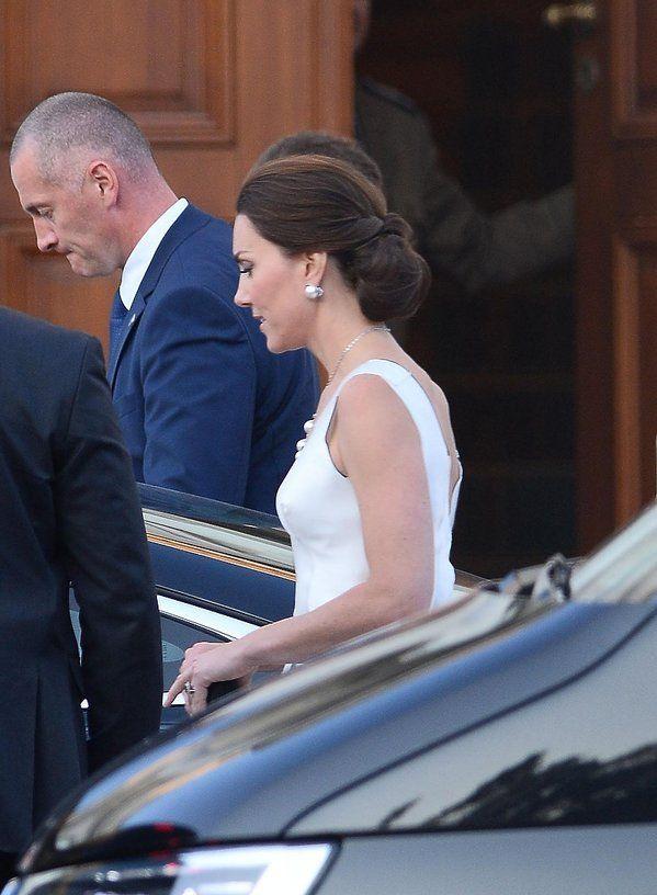 Księżna Kate zachwyciła w białej sukni na balu w Łazienkach! Ładniej od Agaty Dudy? ZDJĘCIA