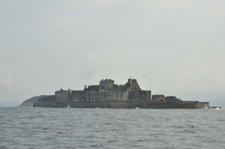 ユーラシア旅行社の軍艦島ツアーでは、軍艦島上陸の可能性がより高まるように、二回の軍艦島クルーズで軍艦島上陸にトライします。また、プロ写真家・酒井宏和氏が同行し、写真撮影のアドバイスが受けられます!