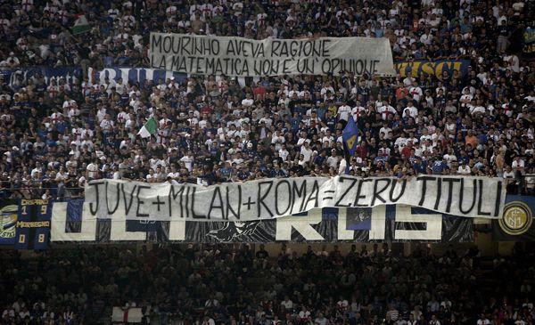 #Striscione dei tifosi interisti in @Inter-@acsienaofficial durante il campionato di calcio @SerieA_TIM 2008-2009
