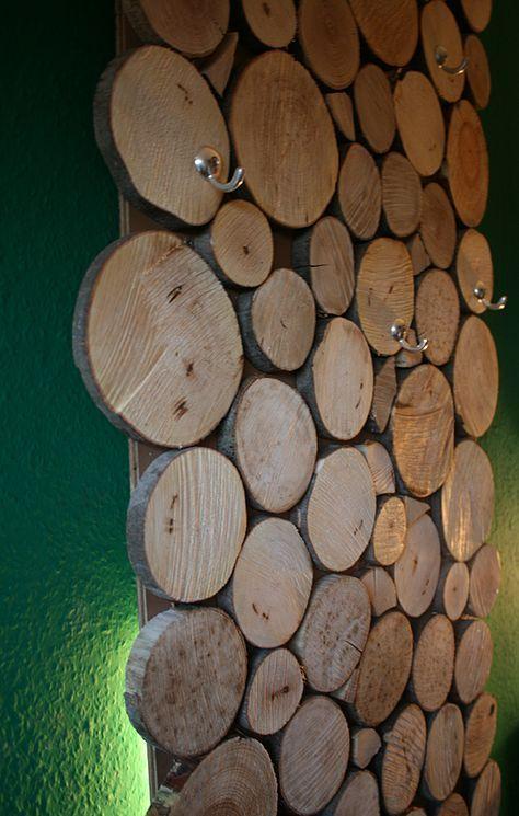 Coole Gaderrobe aus Holzscheiben, ganz einfach zum selber bauen! #Doityourself #Garderobe #Holz