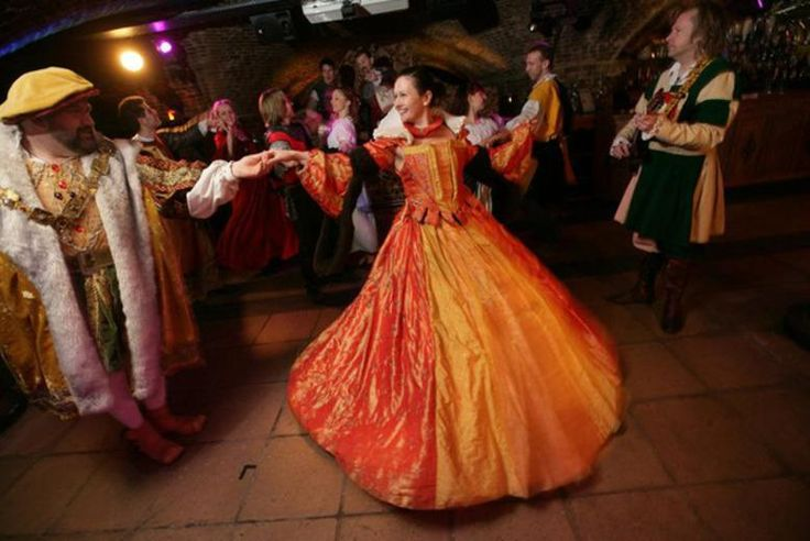 Lavish Medieval Banquet & Bottle of Prosecco for 2