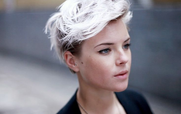 oh shit. if i could pull off the short hair, this would so be on my head.