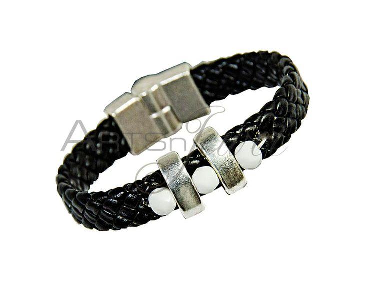 Magnetic bracelet in black color from Arts n' Jewel by DaWanda.com. €19
