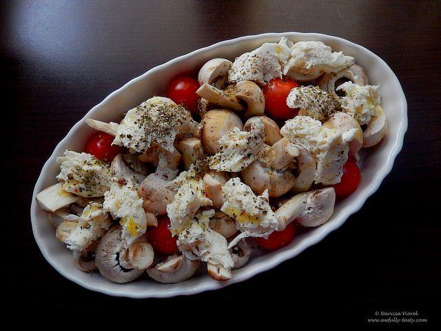 ciuperci, rosii si mozzarella