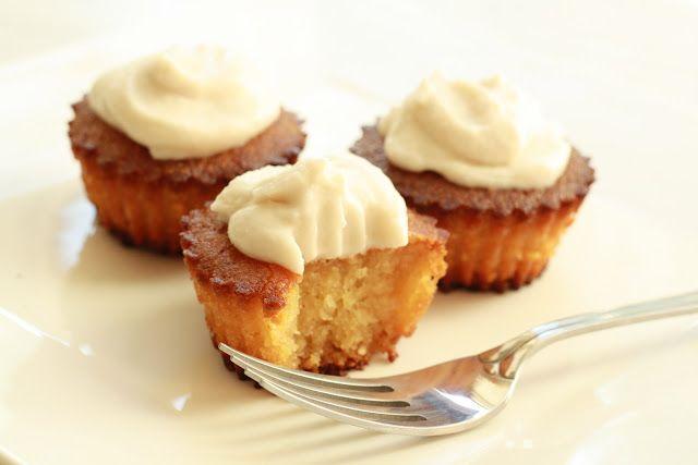 Lemon cukcakes  http://www.veseleboruvky.cz/2012/08/lemon-cupcakes-citronove-muffiny-s-penou.html
