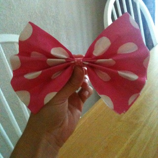 Hair bow napkins....Aaadorable!  Made these for my daughter's Minnie Mouse birthday party.  Supplies: -poka-dot napkins ($1.00) -ribbon ($1.50) -scotch tape ($1.00)