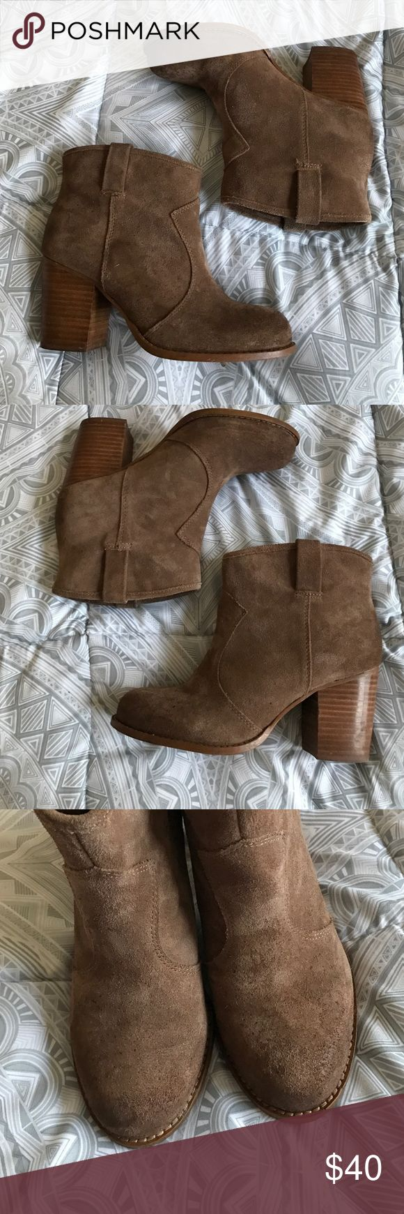 "Splendid Lakota Booties Used Splendid Lakota booties- please note wear on the toes in photo 3! Stacked 3"" block heel. The color is more of a dark sandy tan. Splendid Shoes Ankle Boots & Booties"