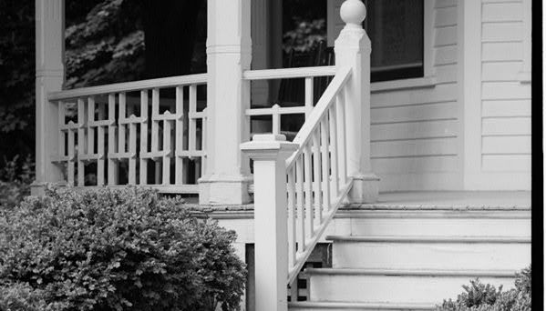 Best Alternating Openings With Wood 2X2 Balusters Deck 400 x 300