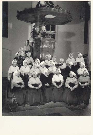 Afbeelding textielkaart: Schevenings Vissersvrouwenkoor, est. 30 april 1954  Textielpost – Rondje Nederland I | Berthi's Weblog