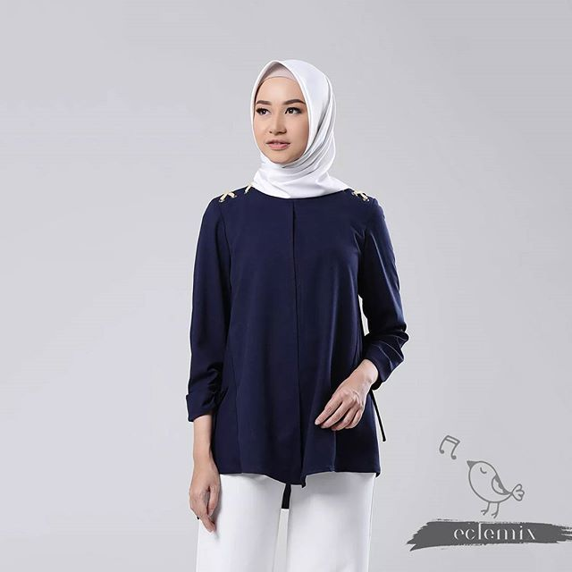 Assalamualaikum ladies. . Semangat pagi di jumat berkah. . Good news of the day hongi navy sudah tersedia ya di @hijup . Buruan sebelum sold out seperti hongi cream. Tersedia ukuran XS sampai XL ladies. . Juga tersedia di www.eclemix.com atau kontak admin di :  line@ : @eclemix  wa : 081326004010 . Happy shopping di jumat berkah ladies  . #hijup #myhijup #eclemix #fashion #hijab #beauty #hijabfashion #bandung #localbrand #top