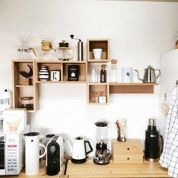 素敵なお部屋を見てみよう♪「無印良品・壁に付けられる家具」を使った ... 珈琲やお茶などのビンや缶は、使う場所の近くに棚