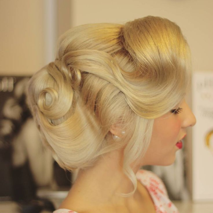 Hairstyle by Loredana CERNISOV @ Xpression Studio&Academy #hair #hairstyle  #haircolor  #hairoftheday #hairdye #style #hairideas #blonde #fashion #hairdo #phlaboratories