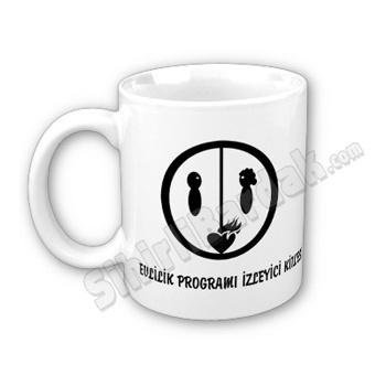 Komik hediyeler ile çay ve kahve keyfinizi daha keyifli bir hale getirebilirsiniz. Evlilik Programı İzleyici Kitlesi Bardak seçenekleri için tıklayın.  http://www.sihirlibardak.com/komik-tasarimlar/evlilik-programi-izleyici-kitlesi.html
