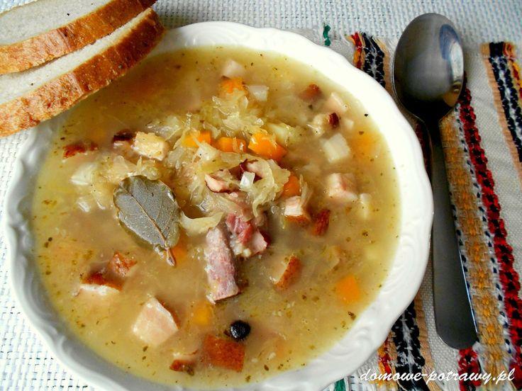 Kwaśnica to regionalna zupa podhalańska podawana w karczmach u podnóża Tatr. Jadłam ją w Zakopanem nieraz. W oryginale kwaśnica nie zawiera warzyw, poza