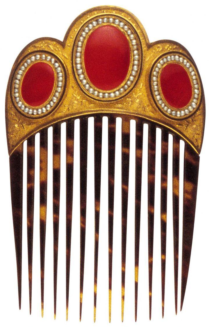Peigne, début du XIXe siècle, France  Or, cornaline, perles, écaille, émail. TRANSLATION - Comb, early nineteenth century France, however, carnelian, pearl, shell, enamel.