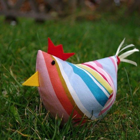 Kokokodáááák...... dekorace travička jarní proužky jaro pruhovaná barevná velikonoce slepice pruhy tráva látková šitá veselá velikonoční slepička