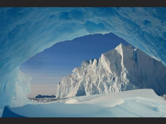 Terre Adélie - Antarctique - Publilius Syrus : Admettre le soupçon contre un homme d'honneur, c'est l'outrager, sinon de bouche, au moins de cœur. Ammettere il sospetto nei confronti di un uomo d'onore equivale ad oltraggiarlo, se non colla bocca almeno col cuore.