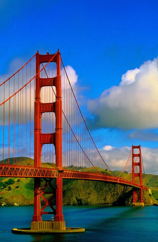 •Golden Gate Bridge, San Francisco, California