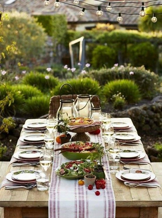 37 awesome midsummer table settings digsdigs intimacy for Patio table centerpiece ideas