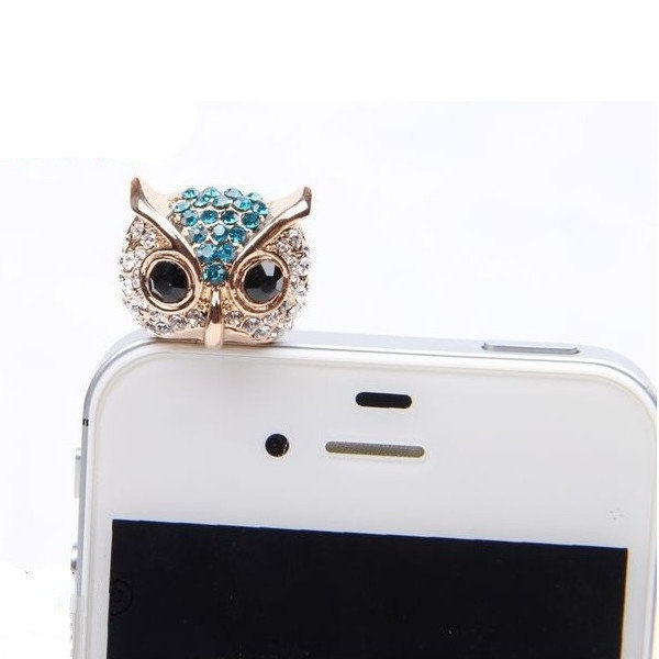 owl - It is sitting. On an iPhone. It is SITTING. On an IPHONE.