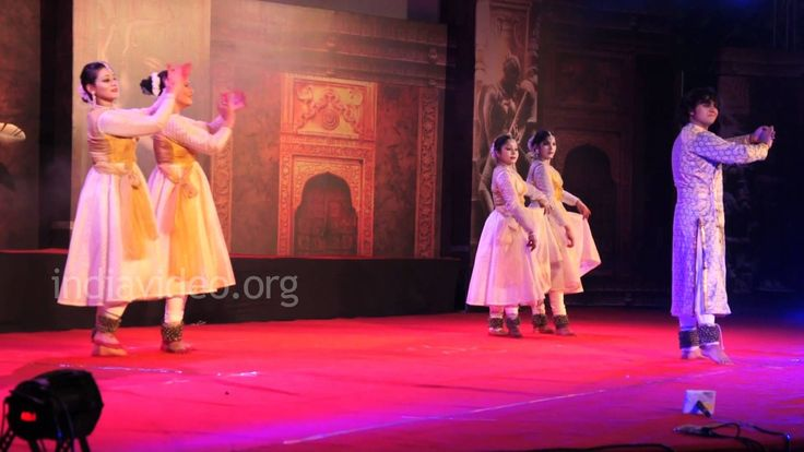 Nishagandhi Nritya Festival : Trivandrum (Kerala), 21 – 27 février 2015 - Le festival de danse de Nishagandhi est populairement connu comme le Nishagandhi Nritya Utsav qui est célébré 2 fois par an. En octobre-novembre et mars-avril au théâtre de Nishagandhi dans l'enceinte du palais Kanakunnu à la cité de Trivandrum ou Thiruvananthapuram( Kerala). Ce festival dure une semaine et a une participation des artisans de partout dans le pays et y compris les artistes qui sont vifs