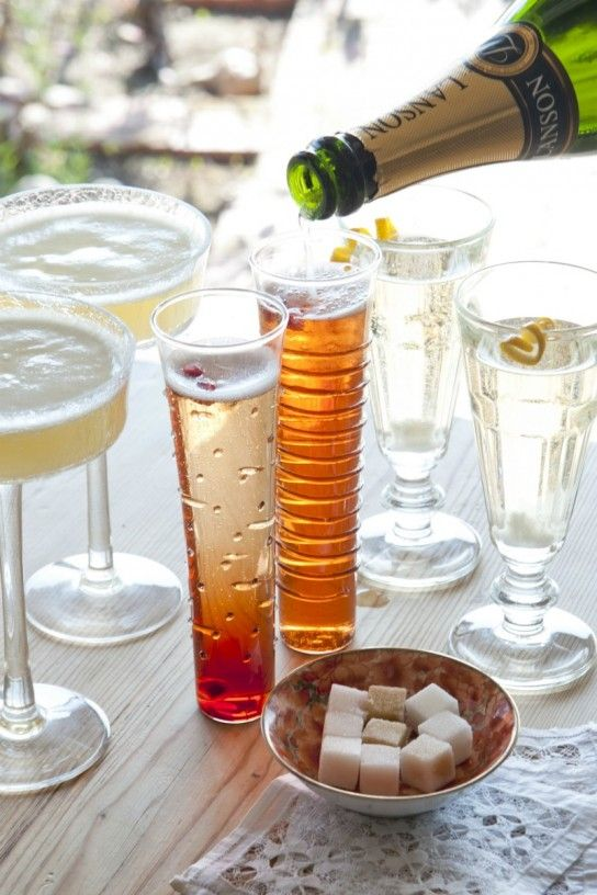 Red Ginger Fizz champagne cocktail recipe. Yum.: Delicious Easy, Red Gingers, Champagne Glasses, Parties Drinks, Champagne Drinks, Easy Bubbles, Champagne Cocktails, Bubbles Cocktails, Cocktails Recipes