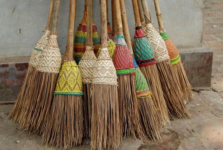 decor broom