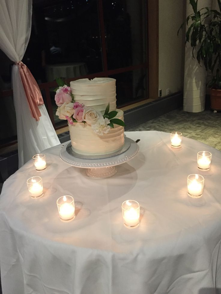 Two tier, white wedding cake with fresh flowers from real Vancouver, BC wedding. #createweddingsandevents #vancouverweddings