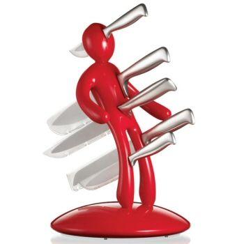 Le bloc de couteaux Voodoo vous sera livré avec un lot de 5 couteaux en acier inoxydable de grande qualité, leur offrant une meilleure coupe et une plus grande durée de vie que des couteaux habituels.   Chaque couteau est protégé dans le bloc par une pellicule plastique afin d'éviter tout accident.     Le porte-couteau Voodoo est tout autant un accessoire de décoration design qu'un cadeau hors du commun dont on se rappellera toujours.
