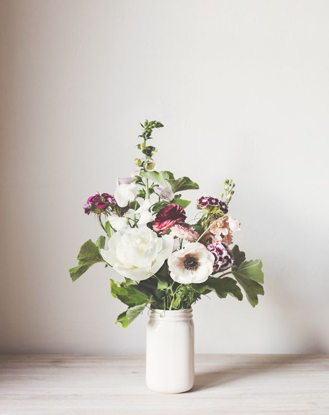 Soft and casual arrangement. For daily Pinspiration follow http://pinterest.com/pmartinza