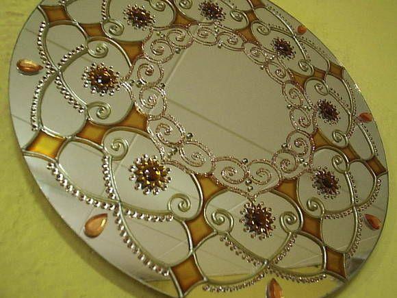 Espelho com MANDALA, pintura vitral, com aplicação de pedras de acrílico