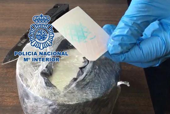 Periodico Digital de Málaga y Provincia   – La Policía Nacional detiene en Córdoba a un hombre que portaba casi un kilogramo de cocaína en el interior de un queso