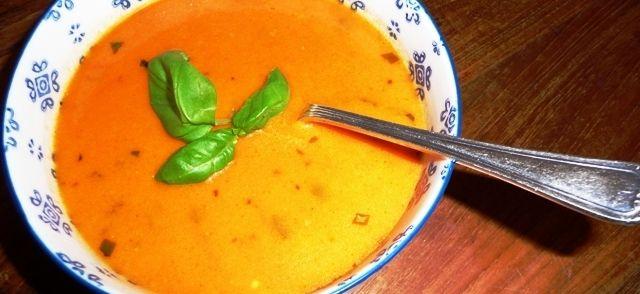 Romige Italiaanse Tomatensoep Met Mascarpone En Rode Pesto recept | Smulweb.nl
