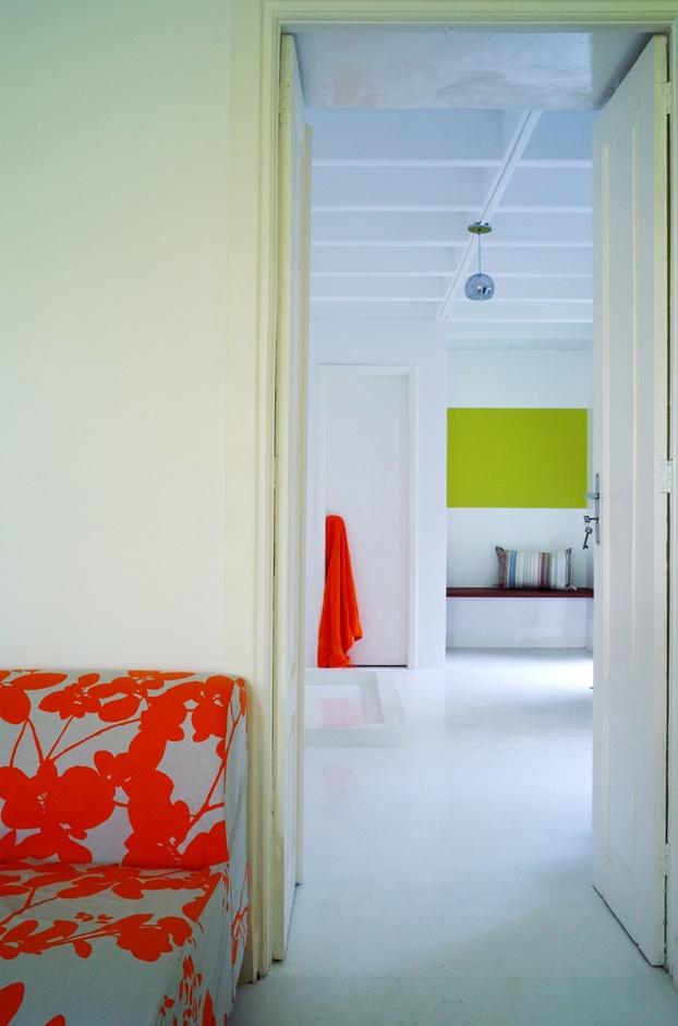 white+ spots of color   via http://frenchbydesign.blogspot.com/