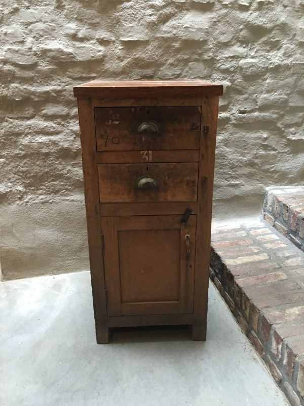 Oud kastje werkbank kookeiland ladenkast halkastje nachtkastje keukenkastje dressoir sidetable