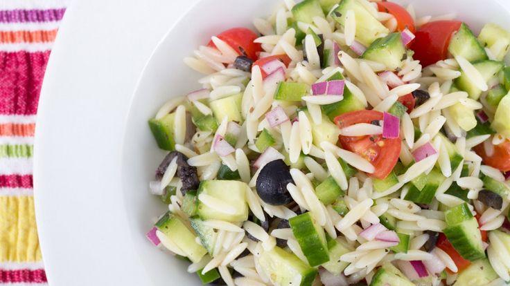 Une recette de salade d'orzo de Buddy, présentée sur Zeste et Zeste.tv.