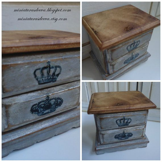 Distressed wooden table decorated with vintage by MiniaturasDeEva, €13.00