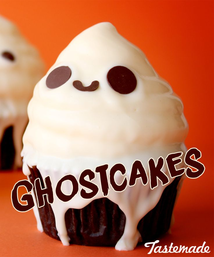 Halloween food doesn't have to be gory. These cute Ghostcakes will be a sucess in your party for sure.