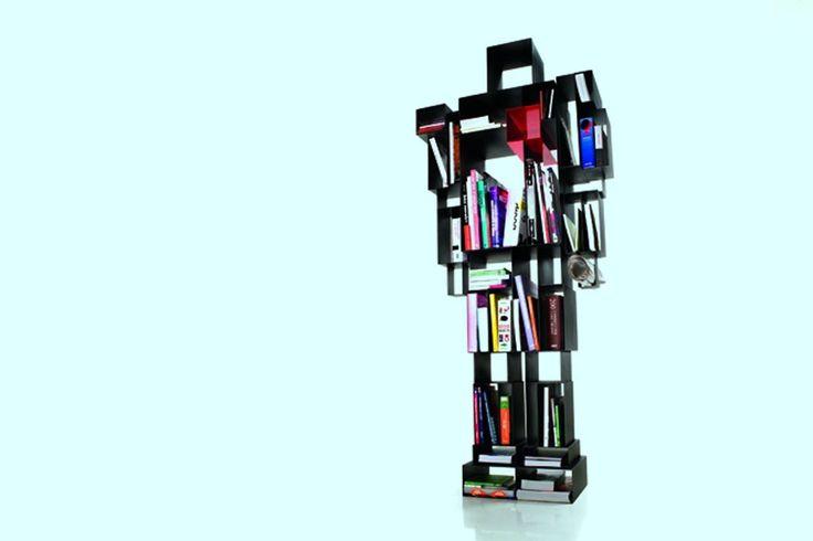 Prevejo que Valter Hugo Mãe, Afonso Cruz e Valério Romão escolham pseudónimos escandinavos e quadrupliquem a venda dos seus livros em Portugal