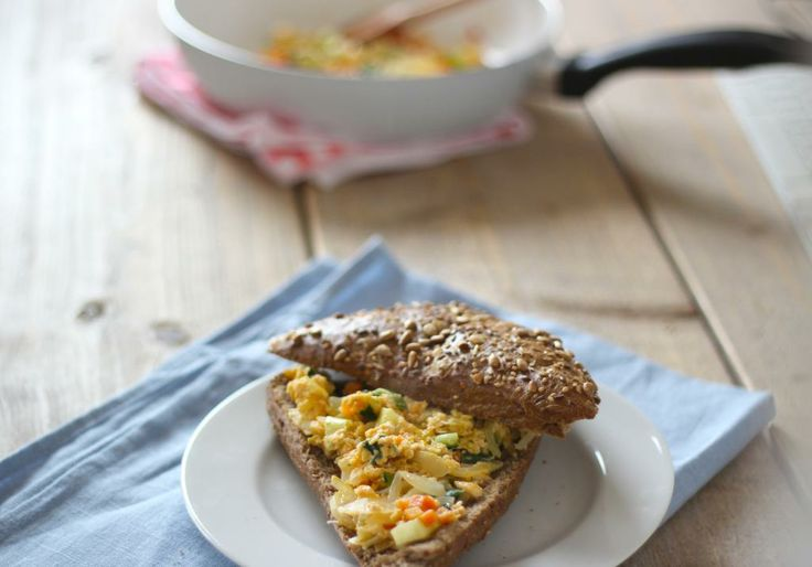 Lekkere lunch: Sandwich met roerei en groenten
