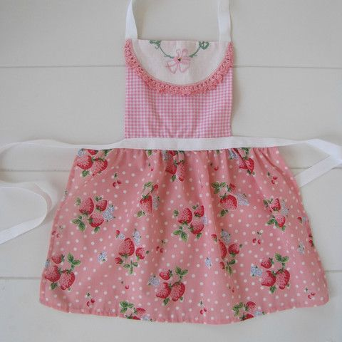 Little Ladies Apron - Vintage embroidery - MissMollyCoddle
