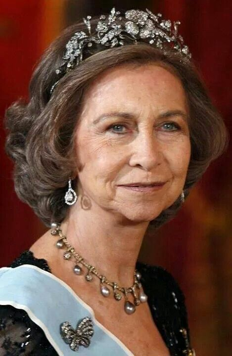 Queen Sofia wearing the Mellerio pearl necklace