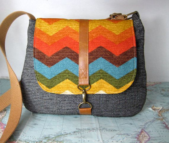 Indian summer -- Crossbody messenger bag // Chevron purse // Adjustable strap// Vegan #MadeInWashington #WashingtonMaker #WashingtonMakers