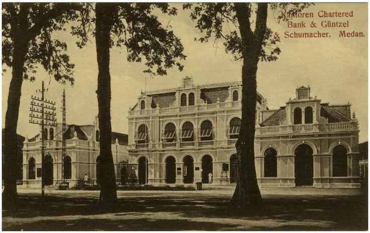 Kantoren Chartered Bank & Güntzel & Schumacher. Medan_circa 1890