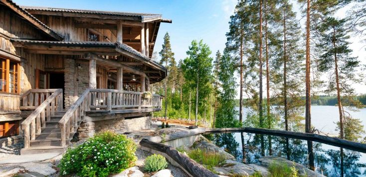 Rapukartano (Engl. crayfish manor) offers high-quality accommodation in peaceful environment by the lake.